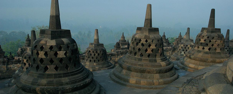 Borobudur - budhistický chrám, Jáva, Indonésie