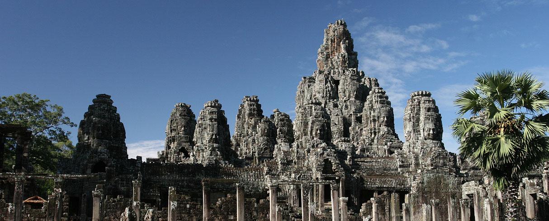 Celkový pohled na chrám Bayon, Angkor, Kambodža