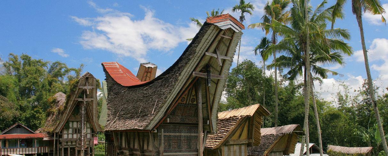 Tradiční obydlí tongonan, Tana Toraja, Indonesia
